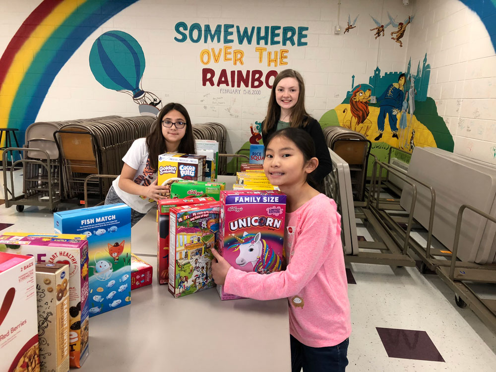 Elementary students with food drive donations